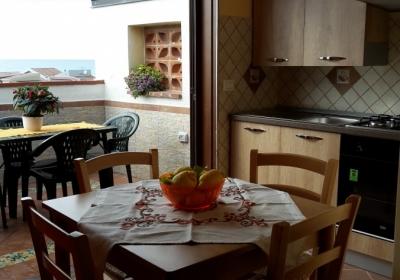 Casa Vacanze Appartamento Glicine Con Terrazzo Vista Mare